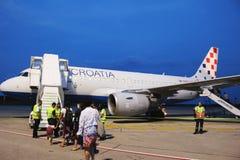 Croatia Airlines Airbus all'aeroporto di Pola fotografia stock libera da diritti