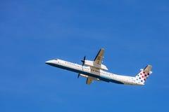 Croatia Airlines Dash-8 aéroporté à l'aéroport de Zagreb images stock