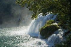 Croatia - cachoeira no parque nacional de Krka imagens de stock