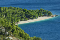 Croatia - praia ao longo de Makarska riviera Foto de Stock Royalty Free