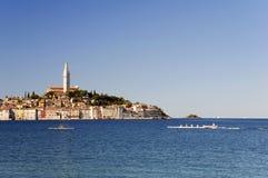 Croatia - Rovinj - cidade e mar Mediterrâneo com imagem de stock royalty free