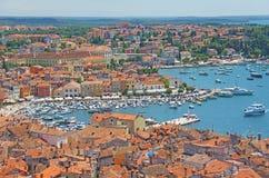 croatia rovinj Hus med ett belagt med tegel tak, bästa sikt av den gamla ten royaltyfri fotografi