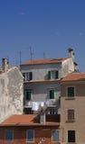 Croatia, Rovinj, paredes velhas e telhados Imagem de Stock