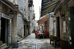 Croatian cozy cafe on a narrow street in Dubrovnik Stock Photography