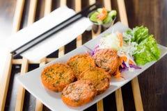 Crocchetta di pesce tailandese con salsa fredda dolce Fotografie Stock