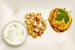 Crocchette dello zucchini con il pollo Fotografie Stock