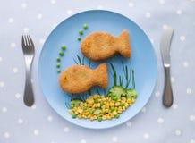 Crocchette di pesci con le verdure Fotografia Stock Libera da Diritti