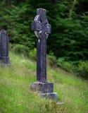 Croce celtica annerita nella chiesa di parrocchia di Kilmun Fotografie Stock Libere da Diritti