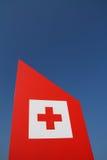 Croce rossa su cielo blu Immagine Stock