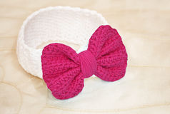Crochet baby headband with pink bow Royalty Free Stock Images