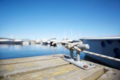 Crochet de corde pour l'amarrage photos libres de droits