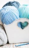 Crochet de crochet et fil à tricoter Photos libres de droits
