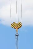 Crochet de grue au-dessus de ciel bleu Image libre de droits
