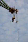 Crochet massif industriel de grue dans des chantiers navaux de Danzig Image stock