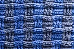 Crochet tissé dans le gris bleu avec les arêtes horizontales Image stock
