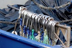 Crochets de chalutiers de bateau de pêche Photographie stock