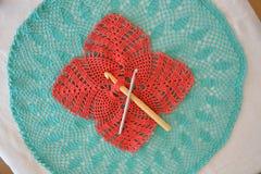 Crochets de crochet et fait du crochet Photo stock
