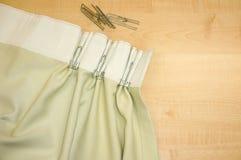 Crochets et rideau de bande de rideau en acier inoxydable Photographie stock