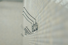Crochets pour des serviettes sur le conseil image libre de droits