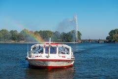 Crociera del traghetto su Alster Amburgo Fotografia Stock