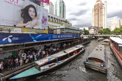 Crociera occupata delle barche di Bangkok Immagine Stock Libera da Diritti