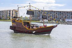 Crociera reale del pirata di conquista in spiaggia del Madera, Florida immagine stock libera da diritti