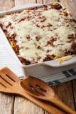 Crockpot million de dollars de pâtes dans un plan rapproché de plat de cuisson Verti Photographie stock libre de droits