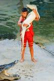 Crocodile avec l'enfant 3 Images libres de droits