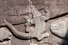Crocodile catching fish carving, Cambodia Royalty Free Stock Photos