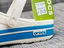 Crocs закупоривает ботинки с ценой постоянного посетителя и выхода Стоковые Фото