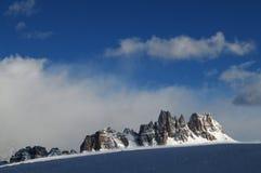 Croda da Lago & Lastoni di Formin, Dolomites, i vinter, Veneto Royaltyfri Bild