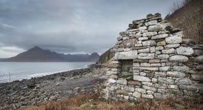 Croft ruina na Elgol plaży na wyspie Skye zdjęcie royalty free