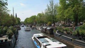 Crogioli di canale in canale tipico di Amsterdam archivi video
