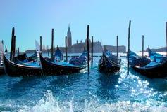 Crogioli di gondola nel porto di Venezia Fotografia Stock