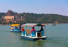 Crogioli di pagaia sul lago kunming immagini stock