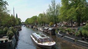 Crogiolo di canale in canale tipico di Amsterdam stock footage
