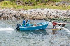 Crogiolo di gambero che è tirato sul rimorchio al porto di Kleinmond Immagine Stock Libera da Diritti