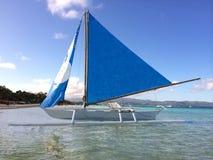 Crogiolo di vela alla spiaggia Fotografie Stock Libere da Diritti