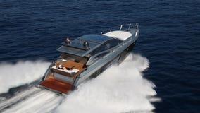 Crogiolo di yacht del motore video d archivio