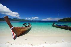 Crogiolo tailandese di Lungo-coda in mare Immagine Stock