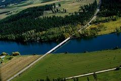Croisement de fleuve rural en automne Photo stock
