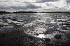 Croisement de la rivière et de l'estuaire de Taiharuru sur l'île du nord du Nouvelle-Zélande photos stock