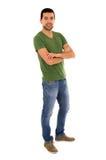 Croisement debout de T-shirt vert de jeans de jeune homme Photo stock