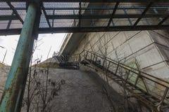 Croisement des escaliers rouillés de fer Images libres de droits