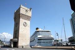 Croiseur dans le port de Savona, la Riviera italienne Photographie stock