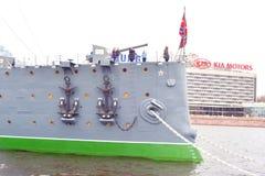 Croiseur de l'aurore sur la rivière de Neva Images libres de droits