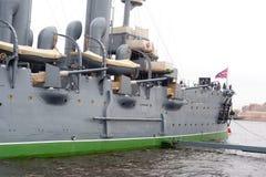 Croiseur de l'aurore sur la rivière de Neva Photo libre de droits
