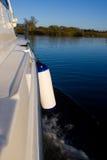 Croiseur de loisirs sur le fleuve Photos libres de droits