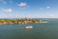 Croisez avec le bateau de rivière de roue à aubes de Carrie B dans le Fort Lauderdale Photos libres de droits