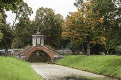 Croisez le pont. Alexander Park. Tsarskoye Selo. La Russie. Photographie stock libre de droits